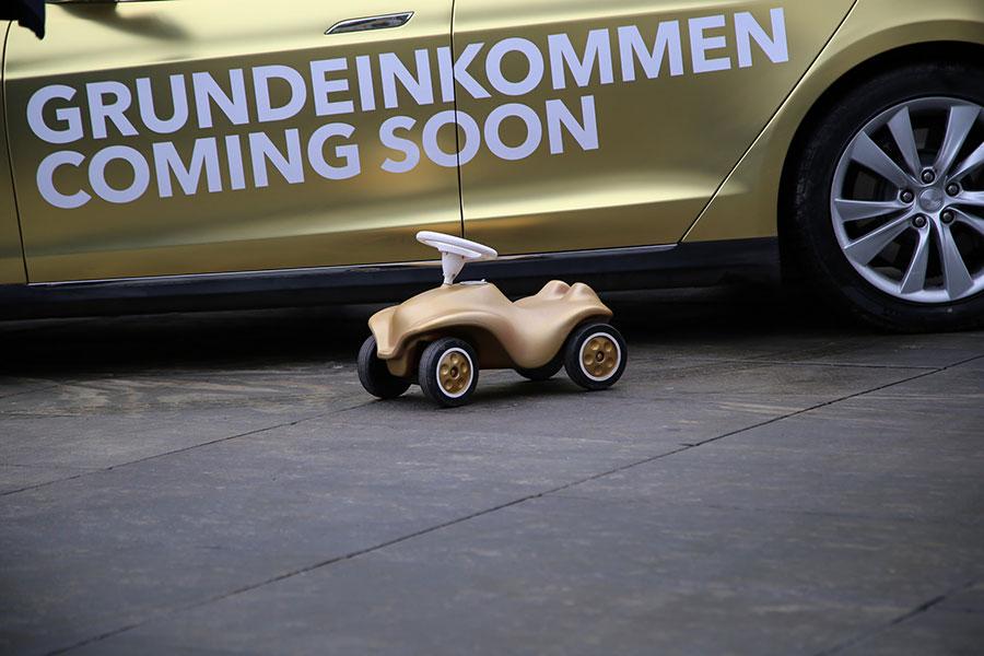 grundeinkommen_coming_soon
